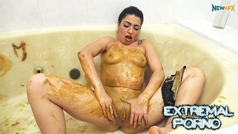 Bath scat Panty Poop